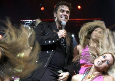 010_Robbie_Williams_together_on_tour_14